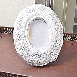 White Oval Lace cotton picture frame. 9″x7″. Style:OF9D1
