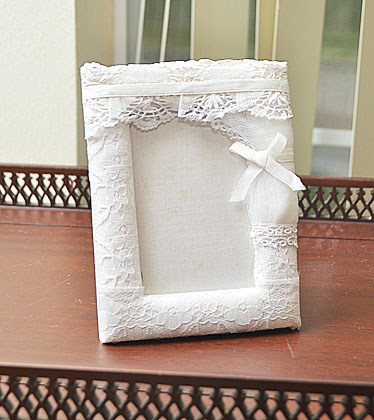 white lace picture frame